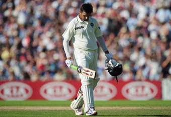 LONDON, ENGLAND - AUGUST 21:  Rahul Dravid of India walks off after being dismissed by Graeme Swann of England during day four of the 4th npower Test Match between England and India at The Kia Oval on August 21, 2011 in London, England.  (Photo by Shaun Botterill/Getty Images)