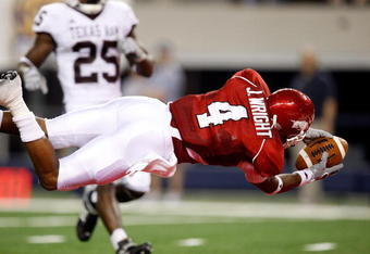 ARLINGTON, TX - OCTOBER 03:  Wide receiver Jarius Wright #4 of the Arkansas Razorbacks makes a touchdown pass reception against the Texas A&M Aggies at Dallas Cowboys Stadium on October 3, 2009 in Arlington, Texas.  (Photo by Ronald Martinez/Getty Images)