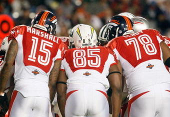 MIAMI GARDENS, FL - JANUARY 31:  The AFC team huddle for the play call during the 2010 AFC-NFC Pro Bowl game at Sun Life Stadium on January 31, 2010 in Miami Gardens, Florida. The AFC defeated the NFC 41-34. (Photo by Scott Halleran/Getty Images)