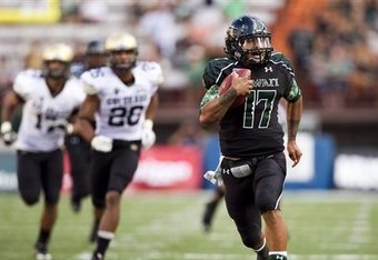 Hawaii quarterback Bryant Moniz runs 57 yards for a touchdown against Colorado. Photo credit: Associated Press