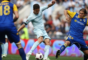 ROME, ITALY - APRIL 10:  Hernanes (C) of SS Lazio scores the opening goal during the Serie A match between SS Lazio and Parma FC at Stadio Olimpico on April 10, 2011 in Rome, Italy.  (Photo by Paolo Bruno/Getty Images)
