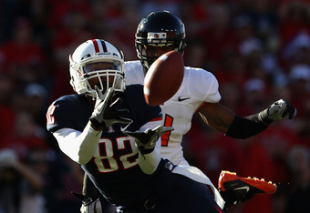 TUCSON, AZ - OCTOBER 09:  Wide receiver Juron Criner #82 of the Arizona Wildcats catches a 45 yard touchdown reception past James Dockery #4 of the Oregon State Beavers during the first quarter of the college football game at Arizona Stadium on October 9,