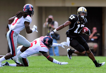 NASHVILLE, TN - SEPTEMBER 17:  Jonathan Krause #17 of the Vanderbilt Commodores breaks away from Charles Sawyer #3 and Wesley Pendleton #6 of the Ole Miss Rebels at Vanderbilt Stadium on September 17, 2011 in Nashville, Tennessee.  (Photo by Grant Halvers