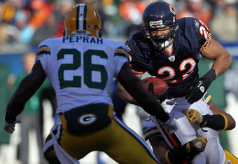 CHICAGO, IL - JANUARY 23:  Matt Forte #22 of the Chicago Bears runs the ball against the Green Bay Packers in the first quarter of the NFC Championship Game at Soldier Field on January 23, 2011 in Chicago, Illinois.  (Photo by Jamie Squire/Getty Images)