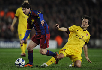 BARCELONA, SPAIN - MARCH 08:  Lionel Messi of FC Barcelona (L) duels for the ball against Tomas Rosicky of Arsenal during the UEFA Champions League round of 16 second leg match between Barcelona and Arsenal at the Camp Nou stadium on March 8, 2011 in Barc
