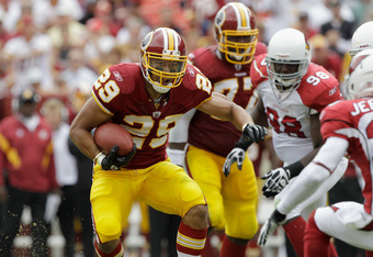 LANDOVER, MD - SEPTEMBER 18: Running back  Roy Helu #29 of the Washington Redskins rushes the ball against the Arizona Cardinals at FedExField on September 18, 2011 in Landover, Maryland.  (Photo by Rob Carr/Getty Images)