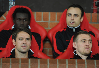 MANCHESTER, ENGLAND - SEPTEMBER 27:  Substitutes Mame Diouf, Michael Owen, Dimitar Berbatov and Darren Fletcher of Manchester United sit on the bench prior to the UEFA Champions League Group C match between Manchester United and FC Basel at Old Trafford o