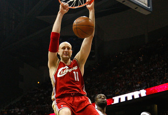 ATLANTA - MAY 09:  Zydrunas Ilgauskas #11 of the Cleveland Cavaliers dunks against the Atlanta Hawks in Game Three of the Eastern Conference Semifinals during the 2009 NBA Playoffs at Philips Arena on May 9, 2009 in Atlanta, Georgia.  NOTE TO USER: User e