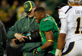 EUGENE, OR - OCTOBER 06:  LaMichael James #21 of the Oregon Ducks is tended to by doctors after injuring his arm against  the California Golden Bears on October 6, 2011 at the Autzen Stadium in Eugene, Oregon.  (Photo by Jonathan Ferrey/Getty Images)