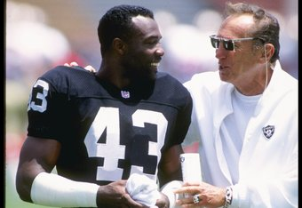 27 Jul 1991: Corner back Elvis Patterson of the Los Angeles Raiders speaks with owner Al Davis during a preseason game against the San Francisco 49ers at the Los Angeles Coliseum in Los Angeles, California. The 49ers won the game 24-17.