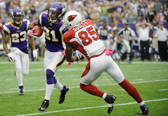 MINNEAPOLIS, MN - OCTOBER 09: Asher Allen #21 of the Minnesota Vikings avoids a tackle by Early Doucet #85 of the Arizona Cardinals on an interception in the first quarter on October 9, 2011 at Hubert H. Humphrey Metrodome in Minneapolis, Minnesota. (Phot