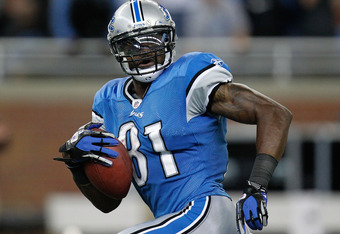 DETROIT, MI - OCTOBER 23:  Calvin Johnson #81 of the Detroit Lions looks over his shoulder on his way to a third quarter touchdown at Ford Field on October 23, 2011 in Detroit, Michigan. Atlanta won the game 23-16. (Photo by Gregory Shamus/Getty Images)