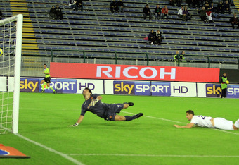CAGLIARI, ITALY - OCTOBER 30:  Klose Miroslav scoring the goal of 0-2  during the Serie A match between Cagliari Calcio and SS Lazio at Stadio Sant'Elia on October 30, 2011 in Cagliari, Italy.  (Photo by Enrico Locci/Getty Images)