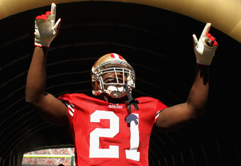 SAN FRANCISCO, CA - OCTOBER 30:   Frank Gore #21 of the San Francisco 49ers points to the crowd before running onto the field for their game against the Cleveland Browns at Candlestick Park on October 30, 2011 in San Francisco, California.  (Photo by Ezra