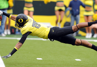 EUGENE, OR - OCTOBER 29: Wide receiver Lavasier Tuinei #80 of the Oregon Ducks dives into the end zone for a touchdown in the second quarter of the game against the Washington State Cougars at Autzen Stadium on October 29, 2011 in Eugene, Oregon. Oregon w