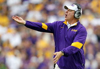 BATON ROUGE, LA - OCTOBER 22:  Head coach Les Miles of the LSU Tigers gestures from the sidelines during the game against the Auburn Tigers at Tiger Stadium on October 22, 2011 in Baton Rouge, Louisiana.  (Photo by Jamie Squire/Getty Images)