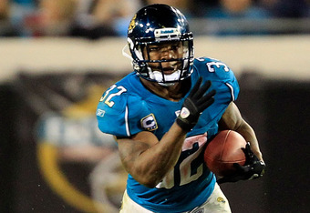 JACKSONVILLE, FL - OCTOBER 24:  Maurice Jones-Drew #32 of the Jacksonville Jaguars runs for yardage during the game against the Baltimore Ravens at EverBank Field on October 24, 2011 in Jacksonville, Florida.  (Photo by Sam Greenwood/Getty Images)