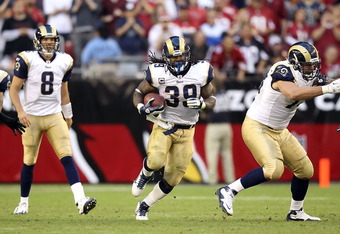 GLENDALE, AZ - NOVEMBER 06:  Runningback Steven Jackson #39 of the St. Louis Rams rushes the football against the Arizona Cardinals during the NFL game at the University of Phoenix Stadium on November 6, 2011 in Glendale, Arizona. The Cardinals defeated t