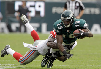 PHILADELPHIA, PA - SEPTEMBER 25:  Jeremy Maclin #18 of the Philadelphia Eagles is tackled by a New York Giants defender during the game at Lincoln Financial Field on September 25, 2011 in Philadelphia, Pennsylvania.  (Photo by Rob Carr/Getty Images)