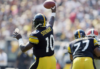 PITTSBURGH - SEPTEMBER 29:  Quarterback Kordell Stewart #10 of the Pittsburgh Steelers passes the ball during the game on September 29, 2002 against the Cleveland Browns at Heinz Field in Pittsburgh, Pennsylvania. The Steelers kicked an overtime field goa
