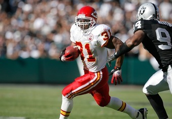 OAKLAND - OCTOBER 21:  Running back Priest Holmes #31 of the Kansas City Chiefs heads downfield during a game against the Oakland Raiders at McAfee Coliseum October 21, 2007 in Oakland, California.  (Photo by Greg Trott/Getty Images)