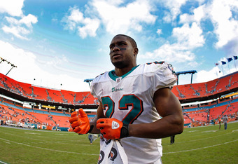 MIAMI GARDENS, FL - NOVEMBER 13:   Reggie Bush #22 of the Miami Dolphins jogs off the field after a game against the Washington Redskins at Sun Life Stadium on November 13, 2011 in Miami Gardens, Florida.  (Photo by Mike Ehrmann/Getty Images)
