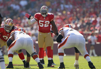 SAN FRANCISCO, CA - OCTOBER 30:  Patrick Willis #52 of the San Francisco 49ers in action against the Cleveland Browns at Candlestick Park on October 30, 2011 in San Francisco, California.  (Photo by Ezra Shaw/Getty Images)