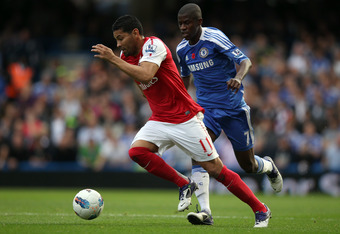 LONDON, ENGLAND - OCTOBER 29: Ramires of Chelsea battles for the ball with André Santos of Arsenal during the Barclays Premier League match between Chelsea and Arsenal at Stamford Bridge on October 29, 2011 in London, England.  (Photo by Clive Rose/Getty