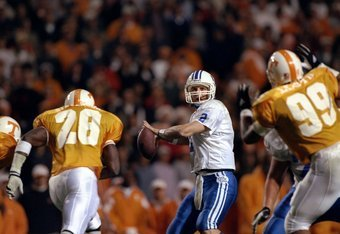 21 Nov 1998:  Quarterback Tim Couch #2 of the Kentucky Wildcats in action against the Tennessee Volunteers at Neyland Stadium in Knoxville, Tennessee. Tennessee defeated Kentucky 59-21. Mandatory Credit: Allsport/Allsport