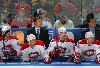 Muller behind the Habs' bench.