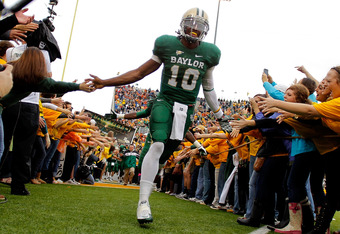 WACO, TX - DECEMBER 03:  Robert Griffin III #10 of the Baylor Bears runs onto the field before a game against the Texas Longhorns at Floyd Casey Stadium on December 3, 2011 in Waco, Texas.  (Photo by Sarah Glenn/Getty Images)