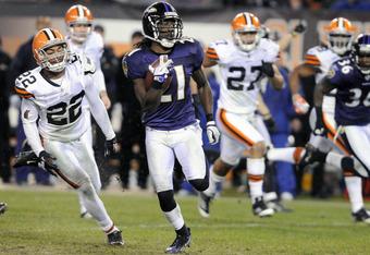 CLEVELAND, OH - DECEMBER 4: Punt returner Lardarius Webb #21 of the Baltimore Ravens returns a punt for a touchdown during the fourth quarter against the Cleveland Browns at Cleveland Browns Stadium on December 4, 2011 in Cleveland, Ohio. The Ravens debat