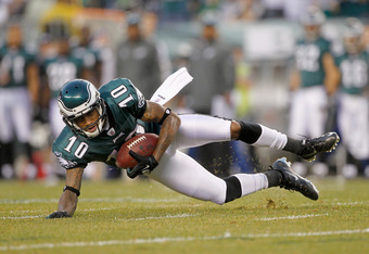 PHILADELPHIA, PA - NOVEMBER 27:  DeSean Jackson #10 of the Philadelphia Eagles catches a 44-yard reception in the first quarter against the New England Patriots at Lincoln Financial Field on November 27, 2011 in Philadelphia, Pennsylvania.  (Photo by Rich