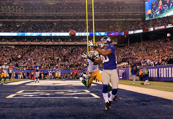 EAST RUTHERFORD, NJ - DECEMBER 04:  Victor Cruz #80 of the New York Giants can't make the catch on a pass in the endzone against Jarrett Bush #24 of the Green Bay Packers at MetLife Stadium on December 4, 2011 in East Rutherford, New Jersey. The Packers w