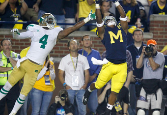 ANN ARBOR, MI - SEPTEMBER 10:  Jeremy Gallon #10 of the Michigan Wolverines catches a fourth quarter touchdown next to Gary Gray #4 of the Notre Dame Fighting Irish at Michigan Stadium on September 10, 2010 in Ann Arbor, Michigan. Michigan won the game 35