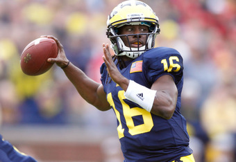 ANN ARBOR, MI - NOVEMBER 26:  Denard Robinson #16 of the Michigan Wolverines throws a first quarter touchdown while playing the Ohio State Buckeyes at Michigan Stadium on November 26, 2011 in Ann Arbor, Michigan. (Photo by Gregory Shamus/Getty Images)
