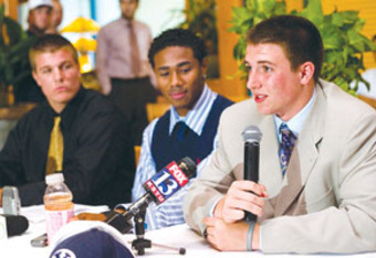 Ross Apo (center) with former BYU quarterback Jake Heaps (right) and Zac Stout (left) at 2009 press conference. (Credit: Mario Ruiz/Provo Daily Herald)