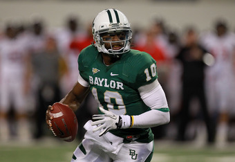 ARLINGTON, TX - NOVEMBER 26:  Robert Griffin III #10 of the Baylor Bears passesl against the Texas Tech Red Raiders at Cowboys Stadium on November 26, 2011 in Arlington, Texas.  (Photo by Ronald Martinez/Getty Images)