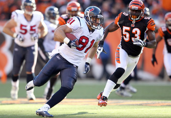 CINCINNATI, OH - DECEMBER 11:  Owen Daniels #81 of the Houston Texans runs with the ball during the Texans 20-19 win over the Cincinnati Bengals  in the NFL game at Paul Brown Stadium on December 11, 2011 in Cincinnati, Ohio.  (Photo by Andy Lyons/Getty I