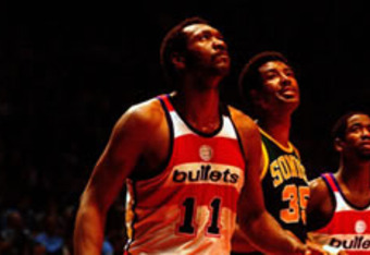 Elvin Hayes gets in position for a rebound against Seattle's Paul Silas.