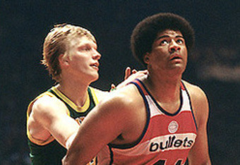 Wes Unseld battles Seattle's Jack Sikma for a rebound.