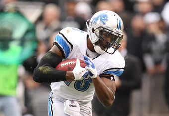 OAKLAND, CA - DECEMBER 18:  Nate Burleson #13 of the Detroit Lions breaks away from Lito Sheppard #21 of the Oakland Raiders on his way to scoring a touchdown at O.co Coliseum on December 18, 2011 in Oakland, California.  (Photo by Ezra Shaw/Getty Images)