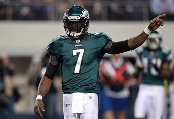 ARLINGTON, TX - DECEMBER 24:  Michael Vick #7 of the Philadelphia Eagles at Cowboys Stadium on December 24, 2011 in Arlington, Texas.  (Photo by Ronald Martinez/Getty Images)