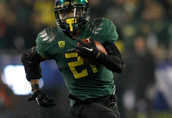EUGENE, OR - DECEMBER 02:  LaMichael James #21 of the Oregon Ducks runs against the UCLA Bruins  during the Pac 12 Championship Game on December 2, 2011 at the Autzen Stadium in Eugene, Oregon.  (Photo by Jonathan Ferrey/Getty Images)
