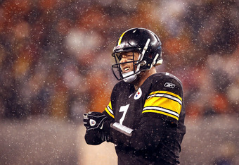 CLEVELAND, OH - JANUARY 01: Quarterback Ben Roethlisberger #7 of the Pittsburgh Steelers walks off the field against the Cleveland Browns at Cleveland Browns Stadium on January 1, 2012 in Cleveland, Ohio. (Photo by Matt Sullivan/Getty Images)