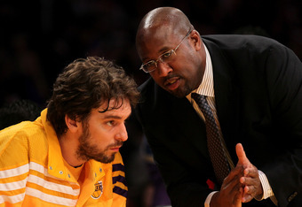 LOS ANGELES, CA - JANUARY 06:  Head coach Mike Brown of the Los Angeles Lakers confers with Pau Gasol #16 before the game with the Golden State Warriors at Staples Center on January 6, 2012 in Los Angeles, California.  The Lakers won 97-90. NOTE TO USER: