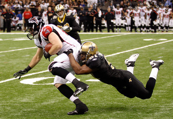 NEW ORLEANS, LA - DECEMBER 26:  Tight end Michael Palmer #81 of the Atlanta Falcons runs after a catch as middle linebacker Jonathan Vilma #51 of the New Orleans Saints dives for the tackle in the third quarter at the Mercedes-Benz Superdome on December 2