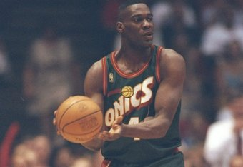 13 May 1997:  Forward Shawn Kemp of the Seattle Supersonics looks to pass the ball during a game against the Houston Rockets at the Summit in Houston, Texas.  The Supersonics won the game 100-94. Mandatory Credit: Stephen Dunn  /Allsport