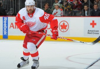 NEWARK, NJ - DECEMBER 5: Henrik Zetterberg #40 of the Detroit Red Wings skates during the third period against the New Jersey Devils on December 5, 2009 at the Prudential Center in Newark, New Jersey. (Photo by Christopher Pasatieri/Getty Images)