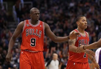e3ecd56c743c PHOENIX - NOVEMBER 24  Luol Deng  9 of the Chicago Bulls high fives  teammates